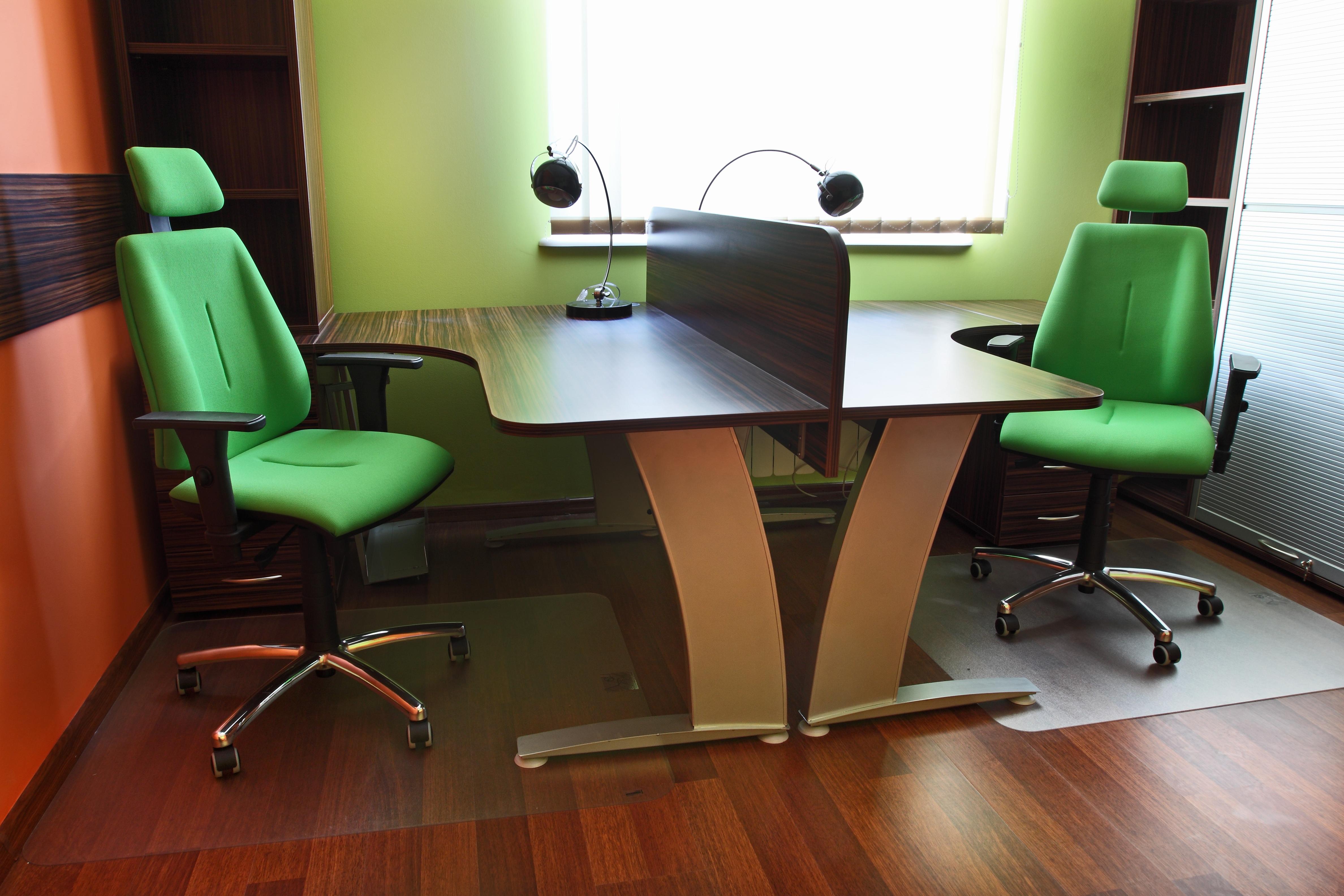 Krzesła do biura – jak wybrać odpowiedni model?
