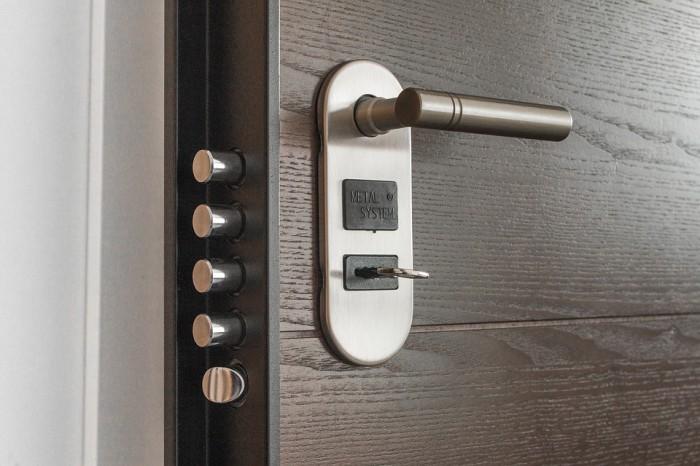 Drzwi dwuskrzydłowe – komfort i efektowny wygląd