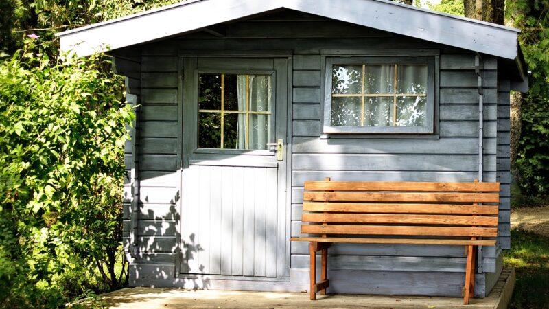 Dlaczego warto wybrać domki drewniane na działkę?