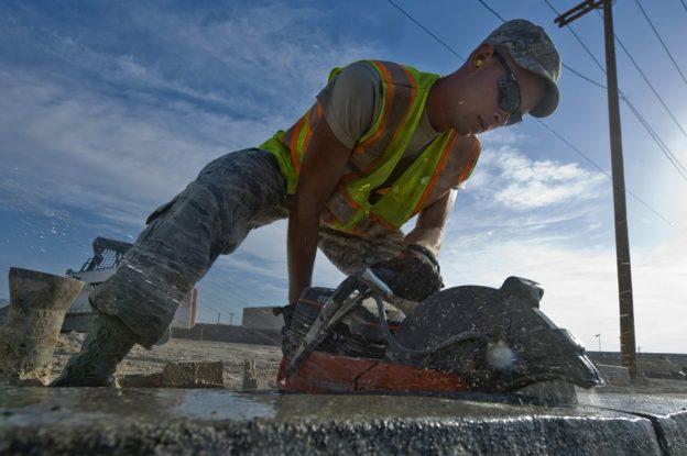 Czym można ciąć beton?
